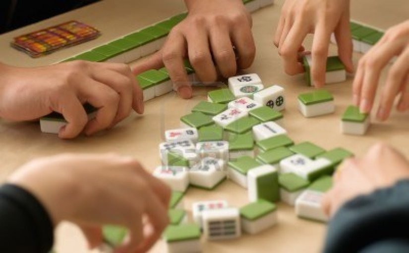 6480618-gambling-in-chinese-mahjong-traditional-game-with-friends