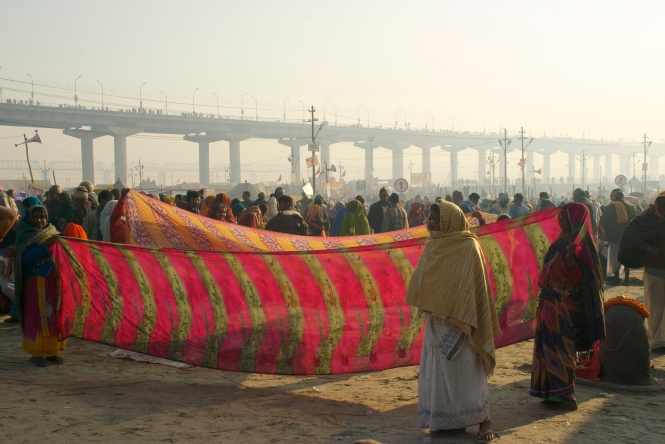 Ladies drying their sarees after bathing.