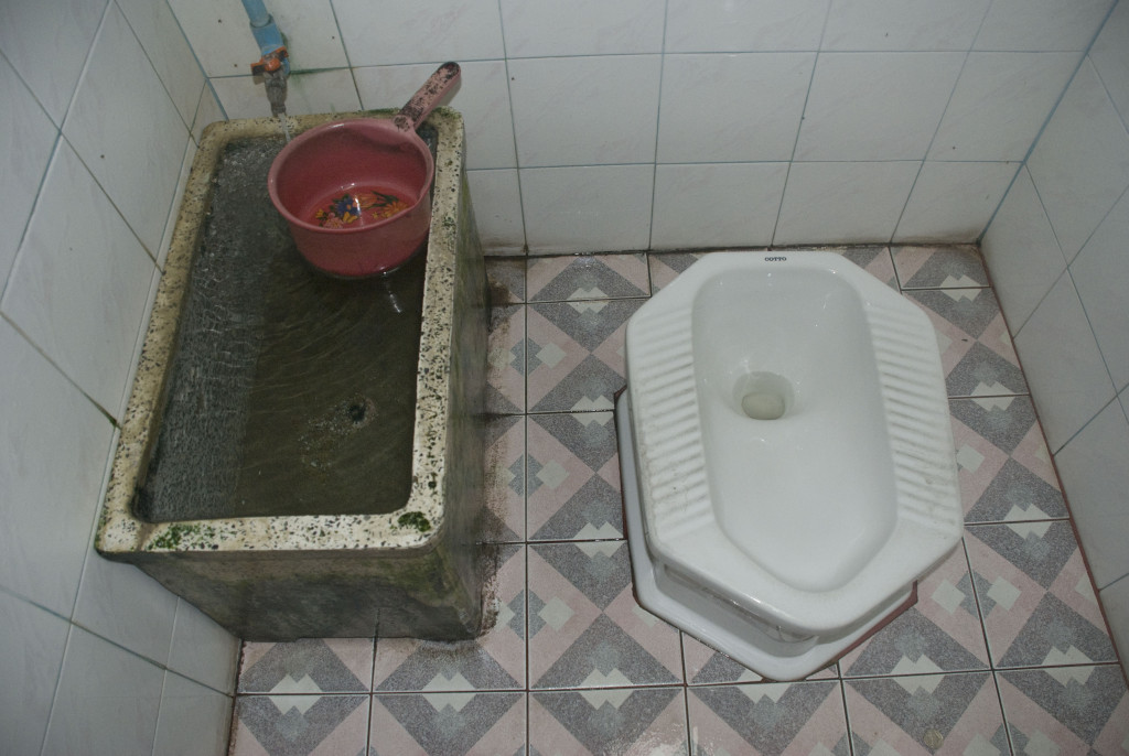 how to use a squat toilet without peeing on yourself